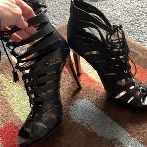 Vince Canute gladiator style heels nwot